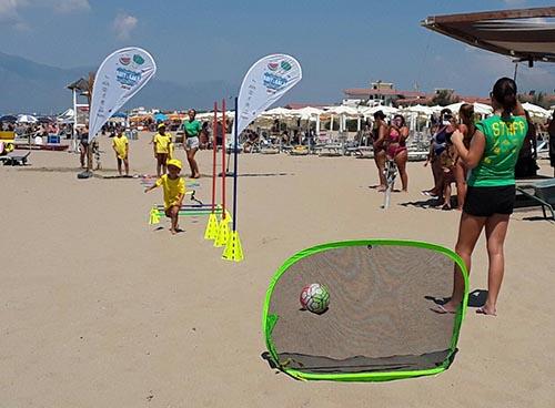 L'8 Agosto Fruit&Salad on the Beach fa tappa in Puglia